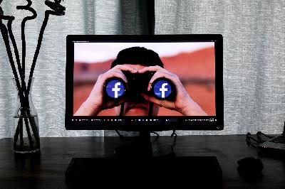 Skandál ve Facebooku - informátor ze společnosti bude svědčit v Evropě u britského parlamentu